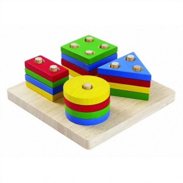 Joc de sortat cu placa de baza si 4 seturi de forme geometrice Plan Toys